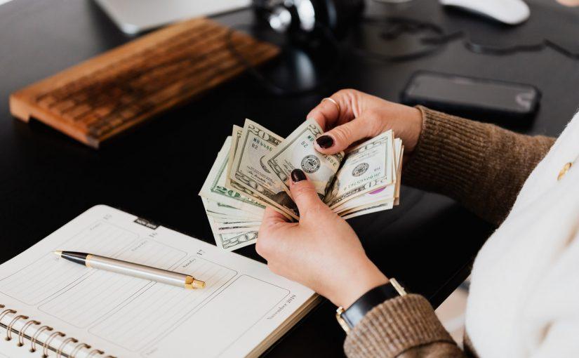 """免入息貸款—實現你的""""財務自由"""""""